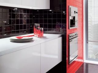 Стильная кухня для мужчины: сочетание черного и красного.