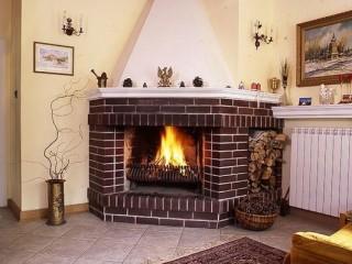 Как правильно разжечь огонь в камине? Что делать, когда дрова не хотят гореть?