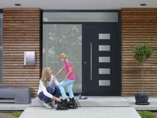 Как выбрать современную и надежную входную дверь? Особенности конструкции, фурнитура, дизайн.