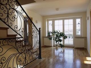 Ограждение для лестницы в интерьере. Как выбрать балюстраду?