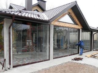 Выбираем раздвижные окна для дачной террасы или веранды